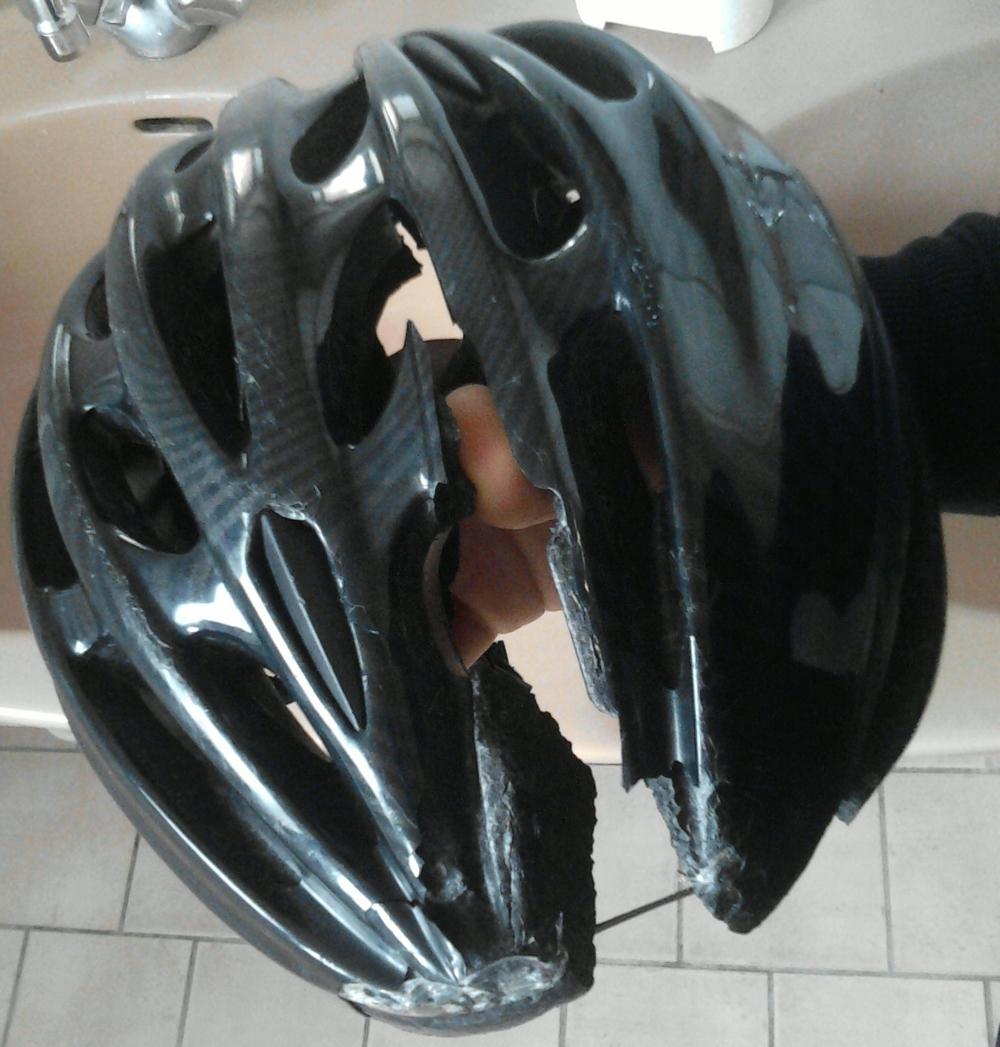 Casque vélo après accident