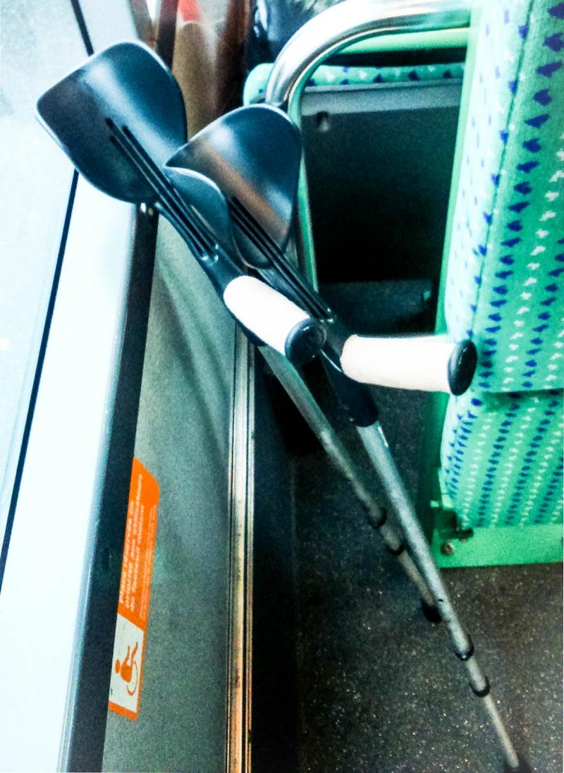 Béquilles dans le Bus