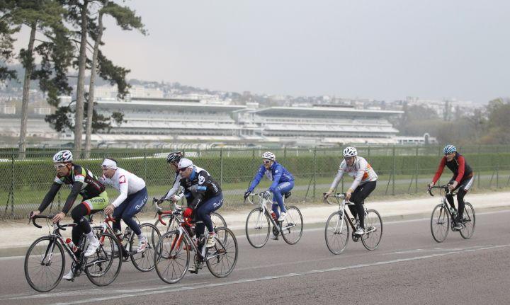 Les cyclistes à Longchamp