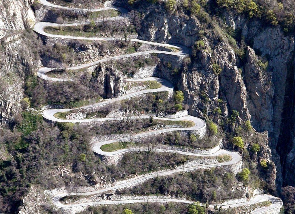 Lacet route montagne