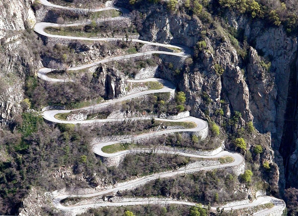 Lacet-route-montagne.jpg